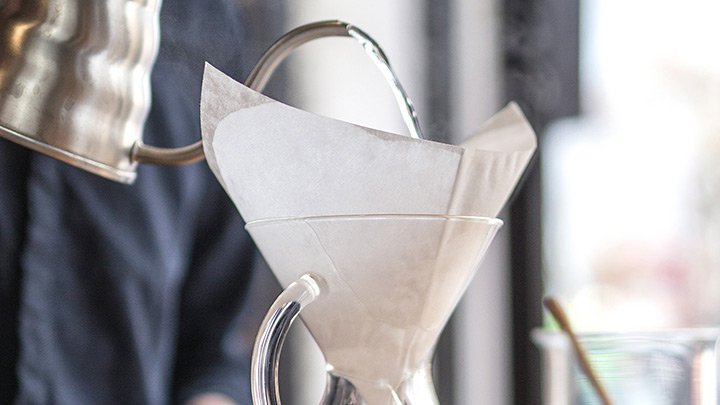 Rinse the filter and preheat the Chemex with hot water