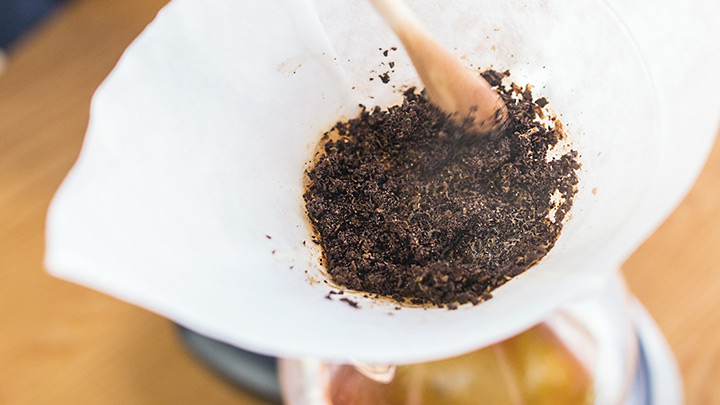30 seconds in, stir the coffee grounds