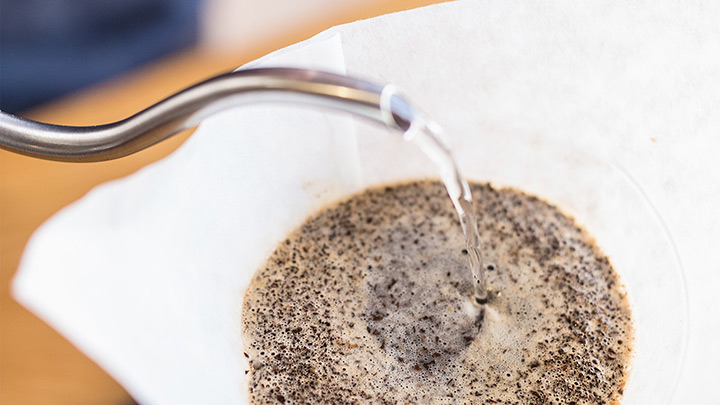 Pour the remaining water. The optimal coffee-to-water-ratio for a Chemex pour over is 1:15.